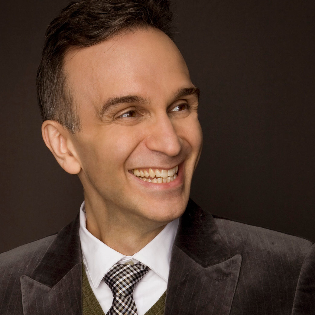 Photo of violinist Gil Shaham smiling